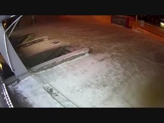 Land Rover въехал в остановку в Новосибирске