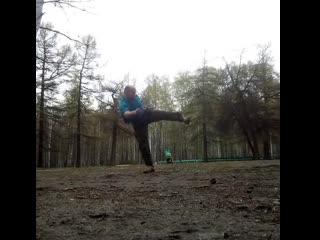 Удар ногой в прыжке. Хлыст-вихрь. Тренировка по Ушу в парке