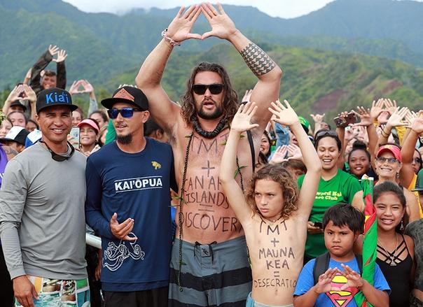 Джейсон Момоа отпраздновал 40-летие с женой Лизой Боне на родных Гавайях