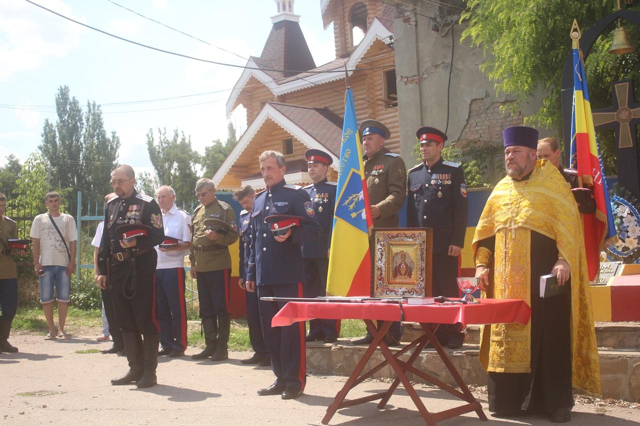 Луганский округ донских казаков привел к присяге около 30 новобранцев