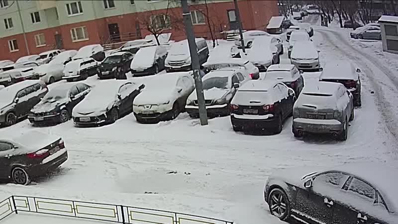 Автомобилист запер соседа на парковке, а потом добился лишения его прав