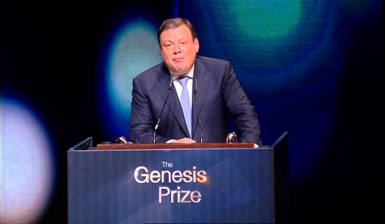 Mikhail Fridman speaks at the Genesis Prize Award Ceremony