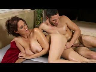 Julia ann. парниша получил отличный массаж и шикарный секс с охуительной сучкой. зрелка мамка милф шлюха сиськи трах куни шкура