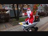 Ростовский дед Мороз катается по городу в самоходной ванной