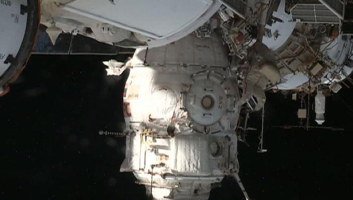 Вести.Ru: Выход к Союзу: российские космонавты покинули МКС ради дыры в обшивке