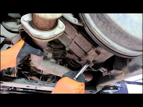 Замена масла в раздатке на Land Rover Defender Ленд Ровер Дефендер 2013 года