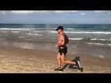 Дмитрий Нагиев показал мышцы на пробежке