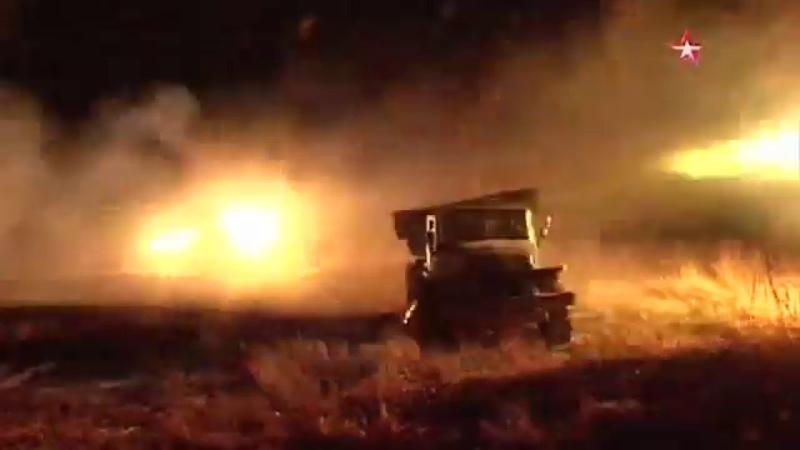 Кадры ночных стрельб из РСЗО БМ-21 «Град»