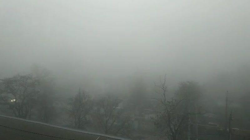 На Симферополь опускается густой туман