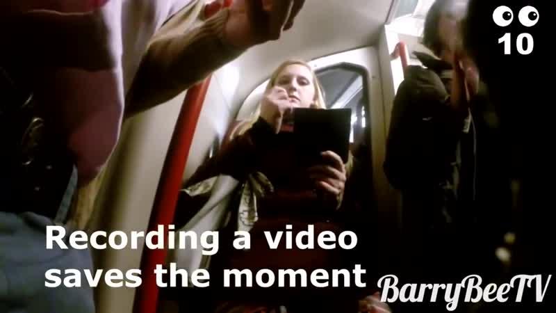 Этот парень засунул носок себе в штанину и установил скрытую камеру. Только посмотрите на реакцию женщин!