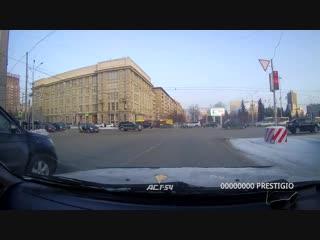 ДТП с участием такси на площади Ленина