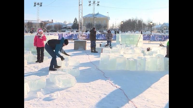 Они уже выпиливаются какие красоты готовят для костромичей участники Фестиваля зимних скульптур
