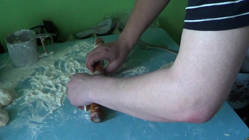 Т ТВ)Бабулины пирожки руками рукожопа Туриста на вкус и аромат)