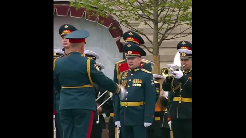 [v-s.mobi]Выступление оркестра в конце парада Победы.mp4