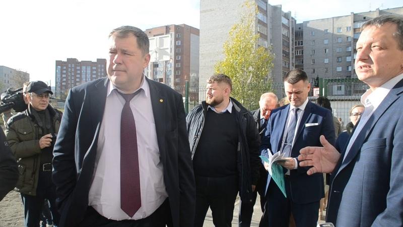 Вице-губернатор Новосибирской области побывал в благоустроенном дворе дома № 20 мкр Северного