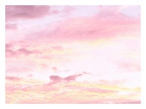 пожалуйста, дай мне причину жить. * все прекрасные цвета, в которое окрашивается небо – розовый, золотой, голубой, оранжевый, а иногда все сразу * новые фильмы, твои любимые актеры и актрисы *