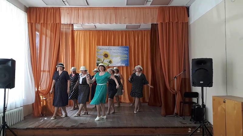 Весеннее танго танцует группа Вторая молодость