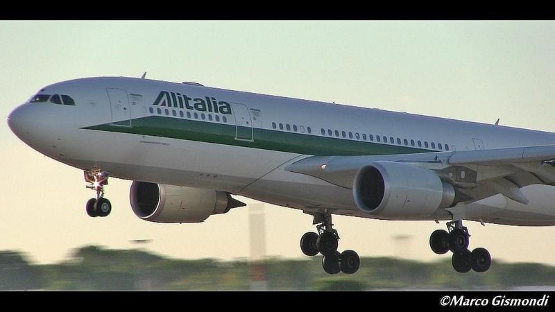 Alitalia B777, A330, A321 come back home at FCO