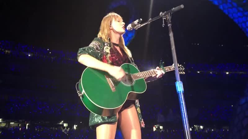 Taylor Swift - Ours (Acoustic) (Live at Reputation Stadium Tour, Foxborough, Gillette Stadium)