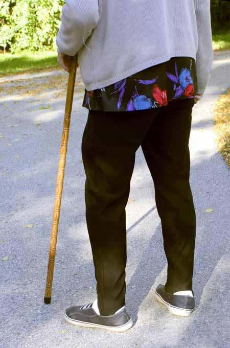 Поддерживающая обувь может помочь мобильности пожилых людей, предотвращая чрезмерное супинацию или чрезмерное перенапряжение.