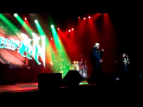 Группа Cypress Hill исполнила трек Dr Green Thumb в Сан-Паулу, в рамках своего тура Elephants On Acid Tour 2018. 10 октября 2018 г. видео