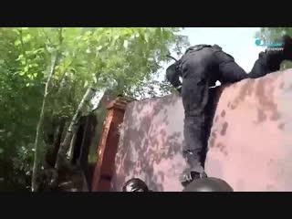 РАБОТАЕТ ОМОН штурм нарколаборатории оперативная съёмка