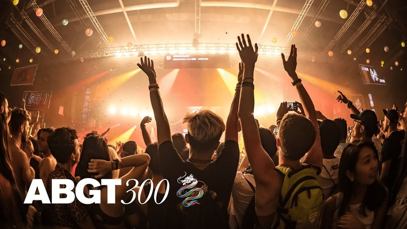 Above Beyond feat. Marty Longstaff 'Flying By Candlelight' (Club Mix) (Live at ABGT300) 4K