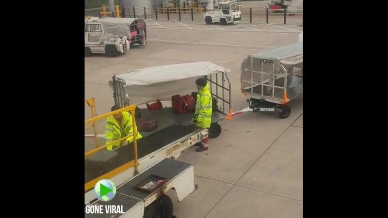 Не только у нас так обращаются с чемоданами в аэропортах ??