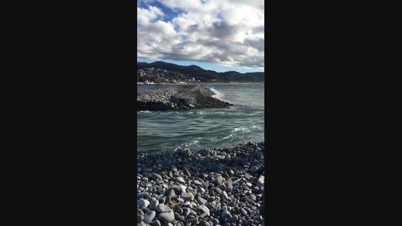 Речка слилась с морем
