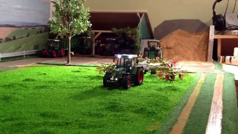 RC TRACTOR Siku Control Silofahren 2015 Strautmann l with scraper floor and fully functional pic up.