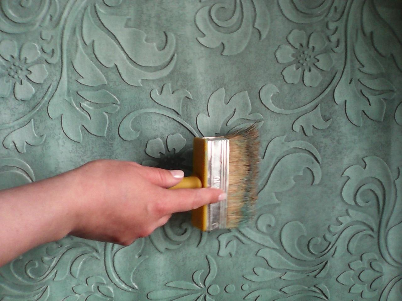 чем покрасить фактурную штукатурку