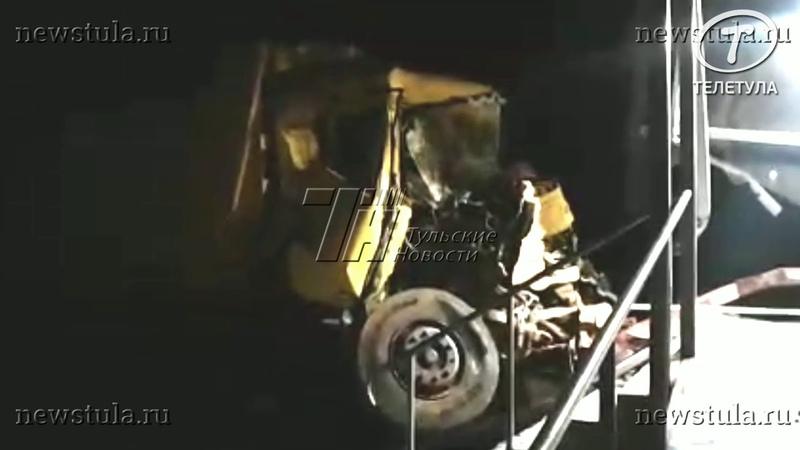 В Туле неуправляемый самосвал проломил стену супермаркета