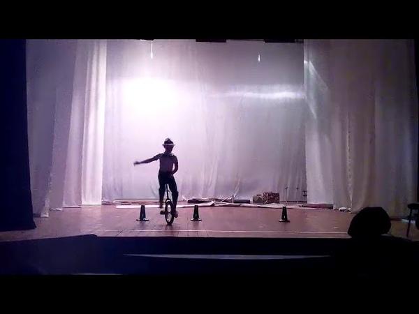 Никита Жигалов 9 лет акробатический номер На велосипеде