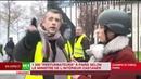 Une Gilet Jaune Macron ne réagit pas il est pas humain ce monsieur là RT 01 12 18 11h58