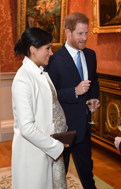Кейт Миддлтон, принц Уильям, Меган Маркл и принц Гарри на приеме в Букингемском дворце Сегодня, 5 марта, королева Елизавета II устроила прием в Букингемском дворце в честь 50-летия службы своего