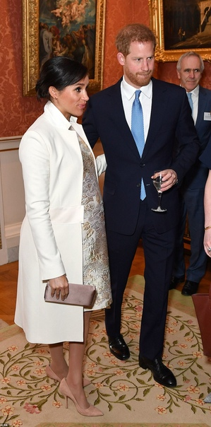 Кейт Миддлтон, принц Уильям, Меган Маркл и принц Гарри на приеме в Букингемском дворце