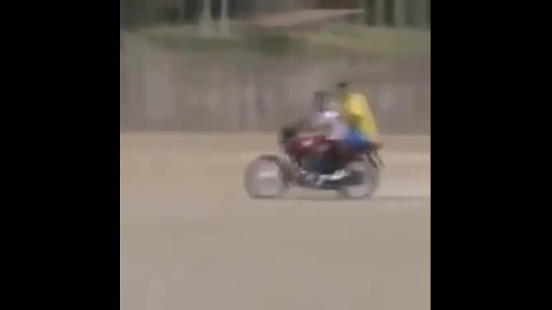 Вратарь доехал до собственных ворот на мотоцикл