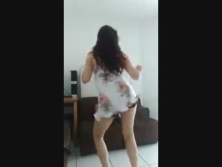 Hot Indian Girl Dancing To-(Bom Diggy Diggy).