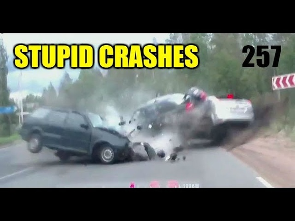 Stupid driving mistakes 258 (September 2018 English subtitles)