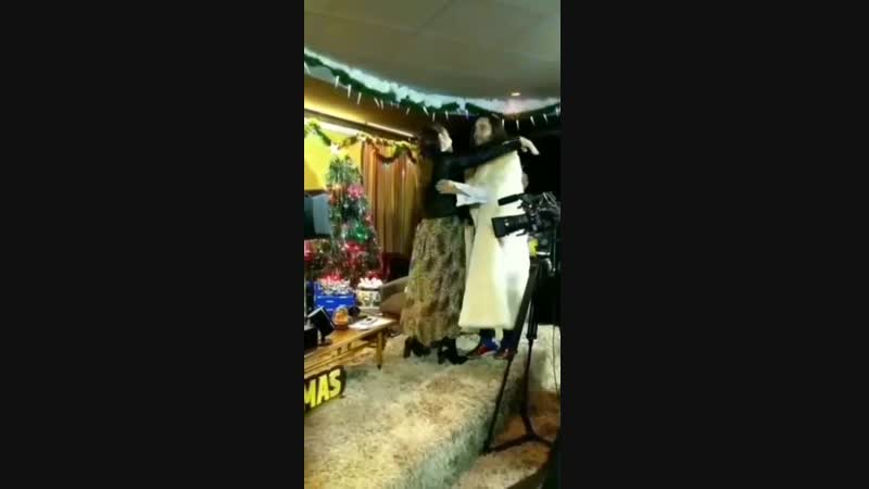 8/12/2018. Джаред на интервью с ведущей радио KROQ Николь Альварез на фестивале KROQ Absolute Almost Acoustic Christmas