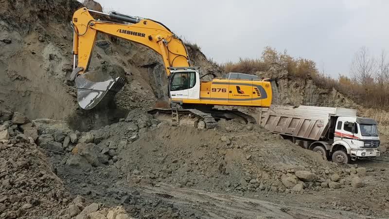 Liebherr 976 Excavator Loading Trucks With Two Passes - Labrianidis SA