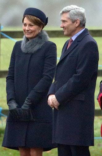 Гардероб Кэрол Миддлтон: как одевается мама герцогини Кембриджской. Часть 2 Расписание матери герцогини не ограничивается праздными гуляниями по газонам Royal Ascot. Еще в 1987 году она вместе