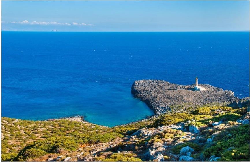 Власти Греции срочно ищут желающих переехать на остров, где живёт 20 человек