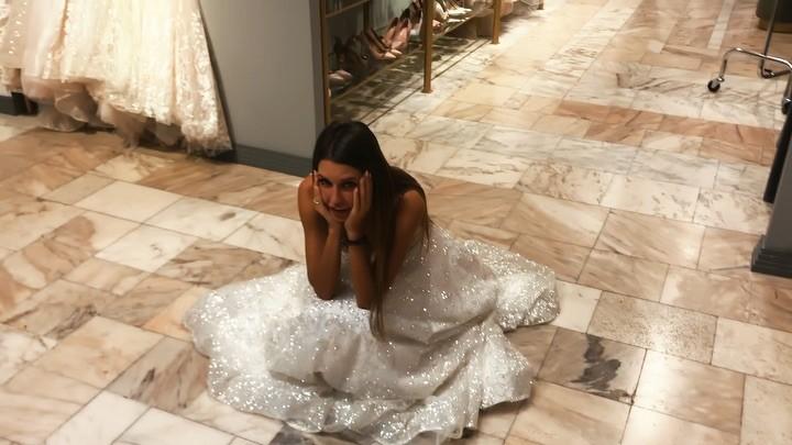 Майя Донцова on Instagram Просматривая свадебные фотографии Саши вспомнила как сама выбирала себе платье 👰 ⠀ ✨Пишем в комментариях какое платье
