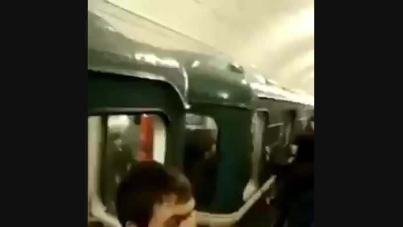 Наподение скинхедов в метрополитене на людей не русской национальности 12 05 201