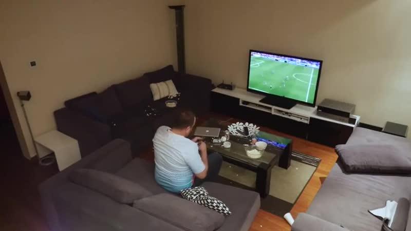 Жена жестко разыграла мужа который захотел досмотреть матч хорошее настроение любовь семья забавное домашнее видео муж