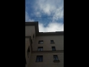 По Ивановской 20, летят листы и булыжники с крыши