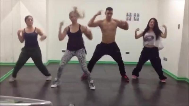 ZUMBA Зумбо фитнес