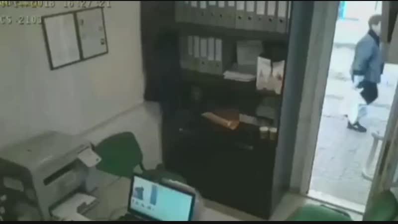 Б..дь не зли меня в сеть попало видео ограбления «Готивочки» на Счастливой