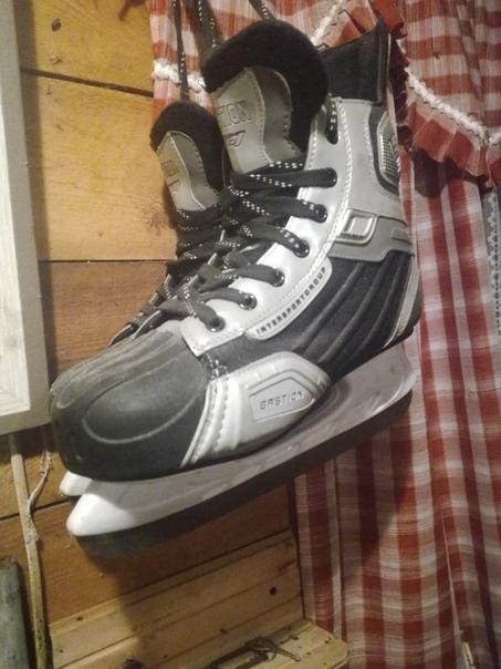 Продам хоккейный коньки